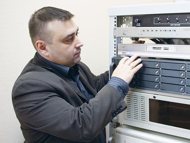 """Роман Стрельцов, руководитель компании """"Навиком"""". Мы ходили за ним с диктофоном: похоже, Роман знает об IP-видеонаблюдении всё."""